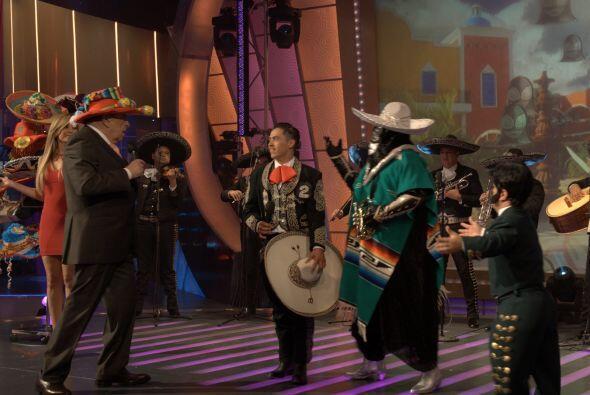 Para que el bailongo estuviera bueno, don Francisco usó un at&iac...