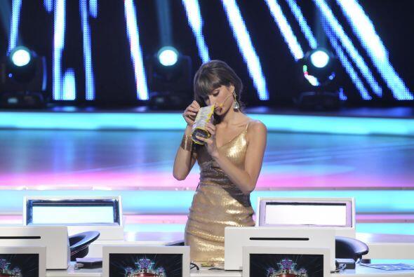 A la guapa Raquel también le gusta botanear para no padecer hambre duran...