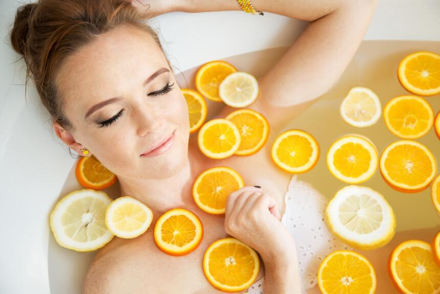 baño con naranjas