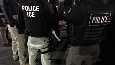 En fotos: el paso a paso de una detención de ICE en el estado con más indocumentados de EEUU