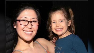 """""""Las memorias ayudan a sanar"""": recuerdan en NYC a la hija y el amigo de la actriz atropellada en Nueva York"""