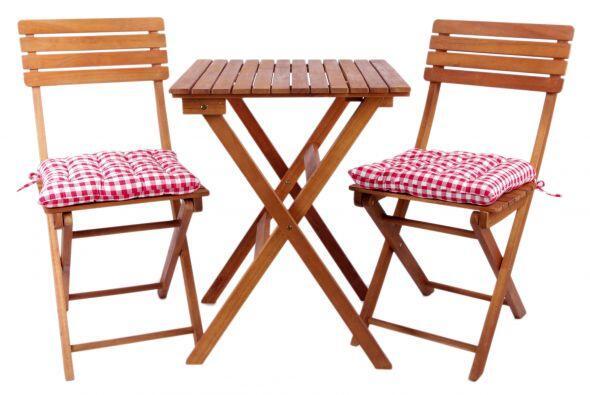 Si quieres conservar su color marrón dorado, deberías lijar el mueble y...