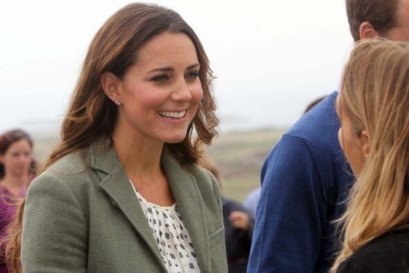 Los duques de Cambridge hablaron con los participantes de una maratón en...