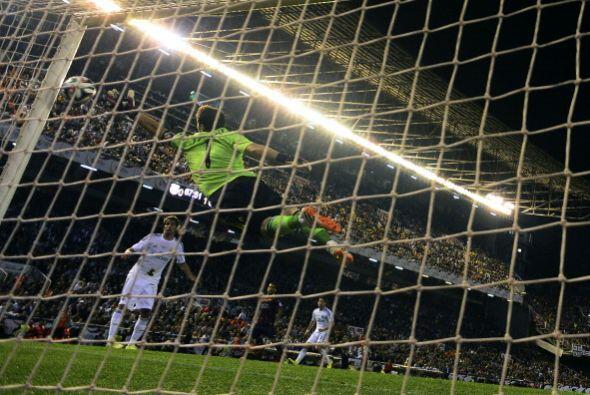 De nada sirvió la estirada de Casillas. El balón se fue a las redes.