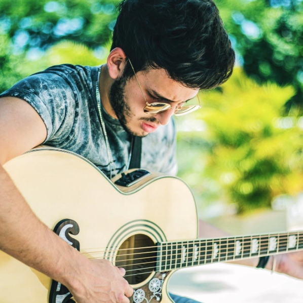 Desde los 12 años comenzó a vincularse al mundo musical, escribiendo sus...