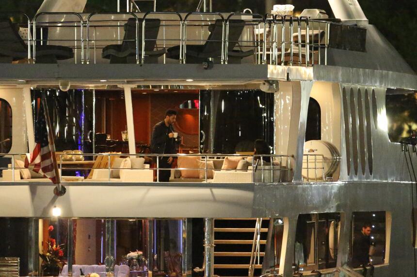 Selena Gomez y The Weeknd pasaron una velada romántica en un yate el 14...