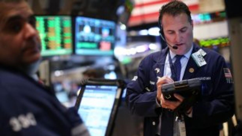 El Dow fue impulsado por reportes de fuerte crecimiento económico en China.