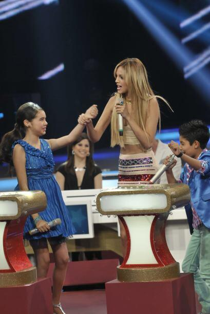 La cantante, Eiza González, se divirtió como toda una pequeña.