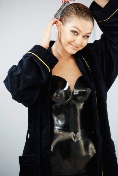 Con tan sólo 19 años, Gigi Hadid es la modelo más joven de este calendario.