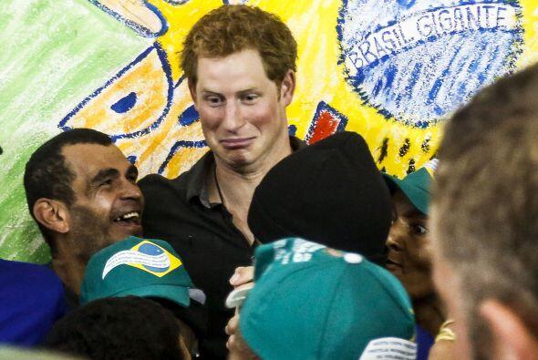 El hijo menor del príncipe Charles también bromeó c...