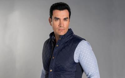 David Zepeda es Ramiro.
