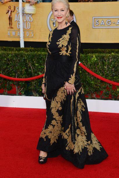 Un tanto anticuado nos pareció el 'outfit' de Helen Mirren. Esta creació...