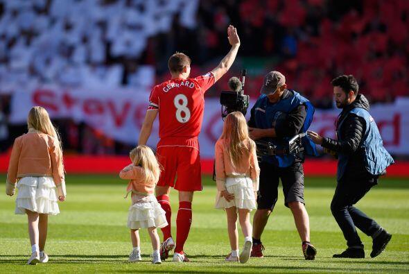 """Con el oficioso 'himno' del cinco veces campeón de Europa, Liverpool, """"Y..."""