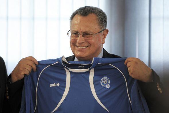 También tuvo la oportunidad de dirigir a El Salvador, sin embargo, los r...