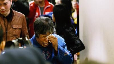 Reaccionan familiares de las víctimas del vuelo MH370