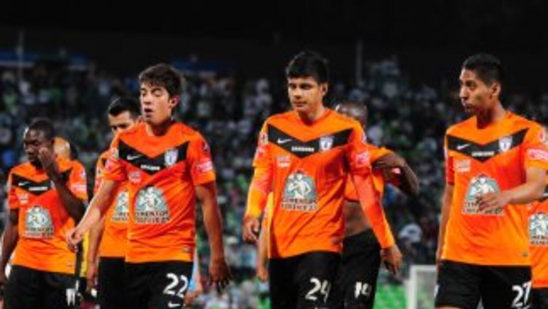 Miguel Herrera (6): Dejó descubierta la parte central de la defensa. No...
