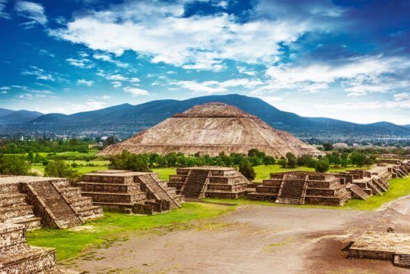 TEOTIHUACAN Probablemente la ciudad Azteca más famosa del mundo. En est...