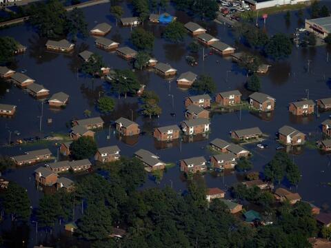 En fotos: las grandes inundaciones y deslaves de las últimas décadas en...