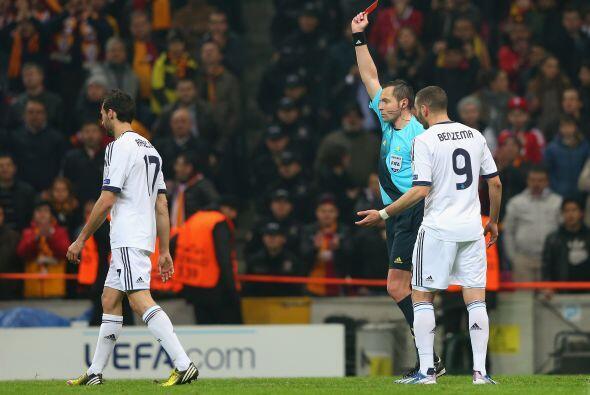 Arbeloa se fue expulsado por doble amarilla.