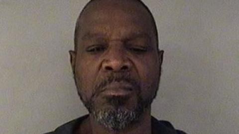 Anthony Jones, un hombre sin hogar que vivía en el ático d...