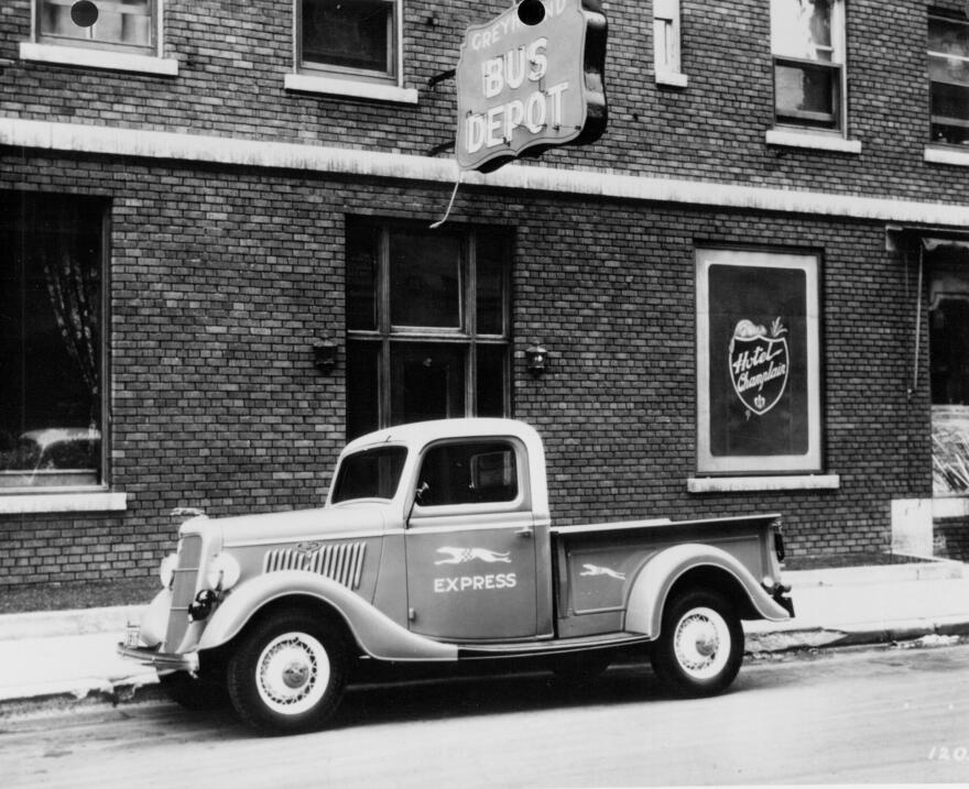 La camioneta pickup cumple su primer siglo 1935-Ford-pickup-truck-Greyho...
