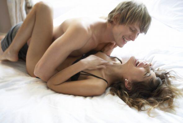 Estudios indican que las mujeres y hombres que tienen sexo alrededor de...