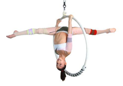 La danza aérea también trae beneficios a nivel personal, ya que al ser u...