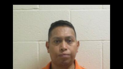 Jonathan Flores, de 45 años, fue arrestado luego de que se le acusara de...