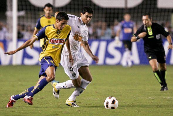 Diego Reyes (izquierda) fue de lo mejor en el América, el mediocampista...