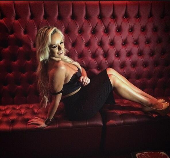 Liziane Soares es una espectacular modelo brasileña que recientemente di...