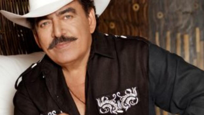Según varios medios mexicanos, el cantante fue llevado de su casa al hos...