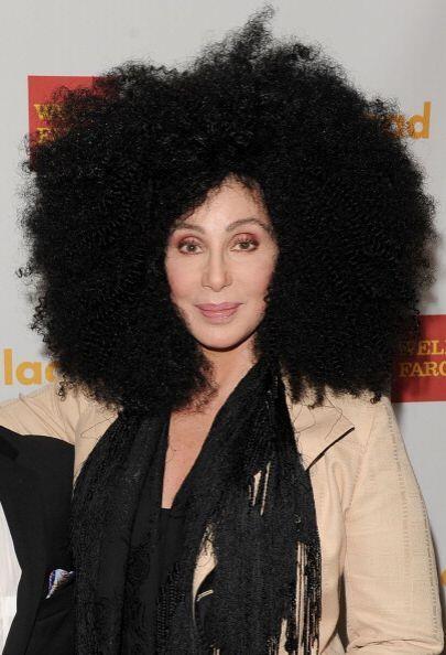 ¡La melena de Cher también ha probado el 'afro'! Su cabeza crece al dobl...