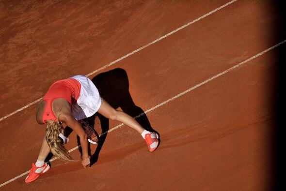 Por momentos las tenistas mostraron su cansancio. Wozniacki realizó ejer...