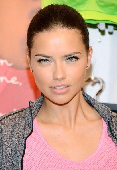 Adriana Lima tiene uno de los labios más sensuales de las pasarelas, por...