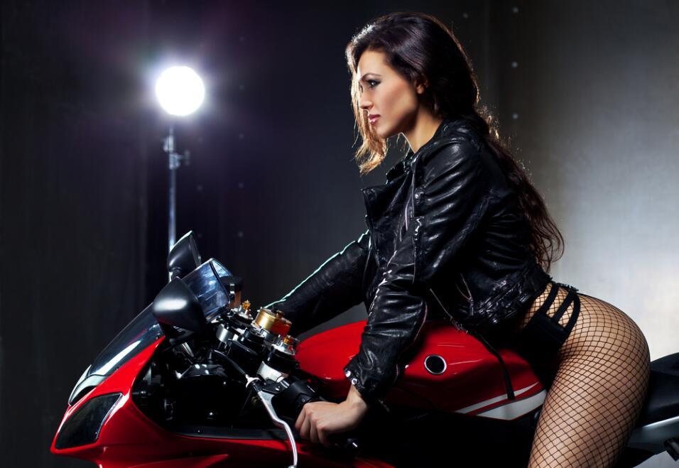 chica sexy en moto