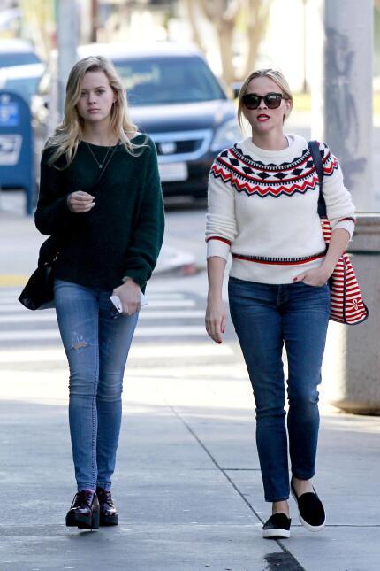 Reese y su hija, se ven freaky una junto a la otra WB_RWAHID151214_07.jpg