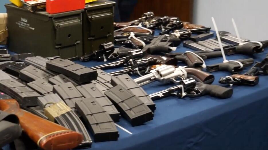 Hallaron más de 50 dispositivos ilegales de alimentación de munición de...