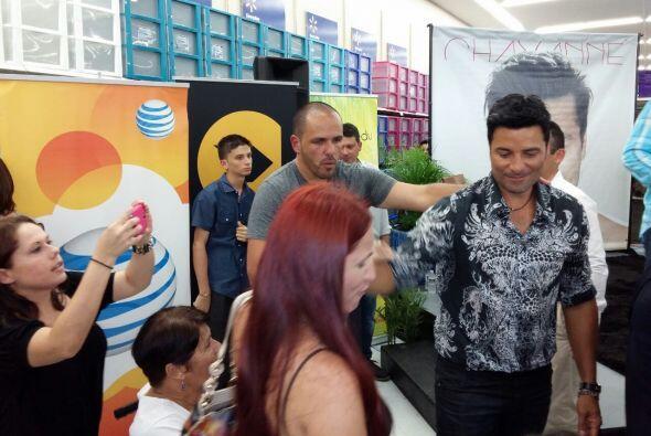 ¿Te perdiste el In-Store de Chayanne en el Walmart de Mayagüez? Aquí te...