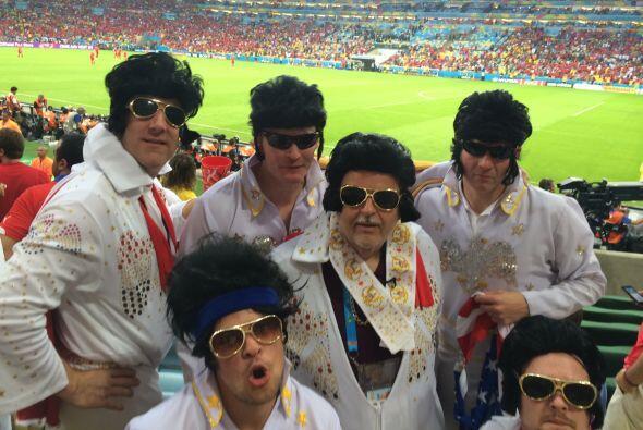 Raúl de Molina disfrutó del partido de España vs. Chile con un grupo muy...
