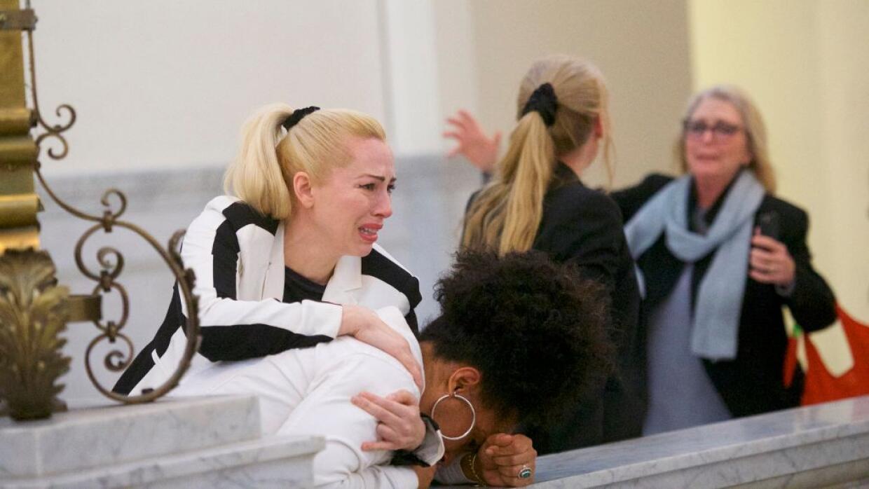 Algunas mujeres que afirman que también fueron víctimas de Cosby reaccio...