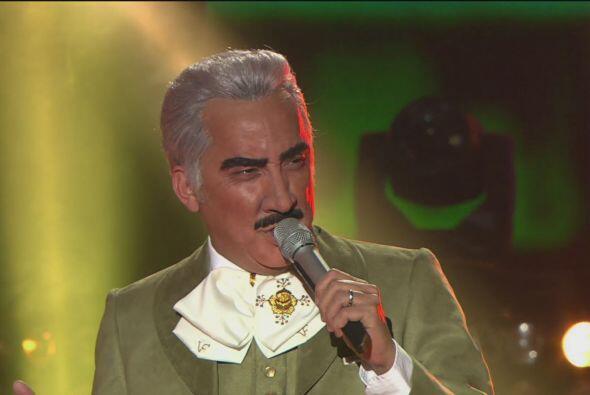 Vicente Fernández, interpretado por Gonzalo Zazueta, fue su contrincante.