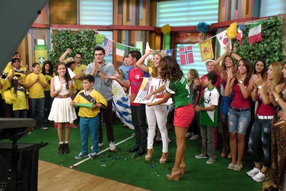 Karla y Ximena no pudieron aguantar la emoción de celebrar el posible tr...
