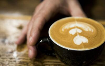 ¿Qué cantidad de cafeína es recomendable consumir al día?