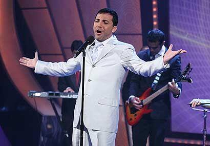 El mexicano mencionó que su disco está hecho a su medida y con un toque...