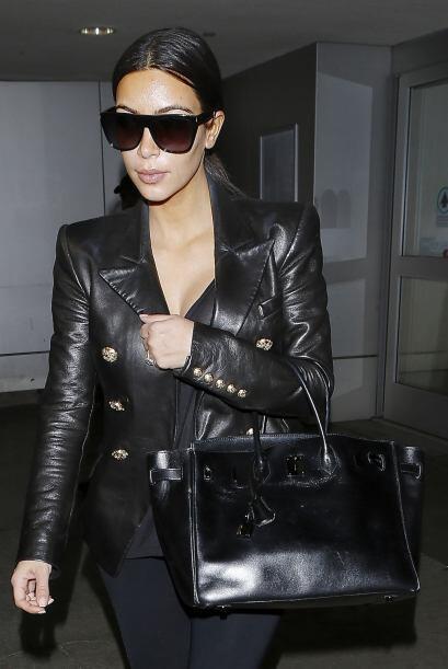 Encontramos a Kim arribando al aeropuerto de Los Ángeles.Mira aquí los v...