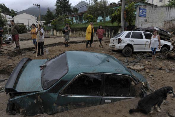 """""""La obstrucción de los caminos causada por los deslizamientos aumenta la..."""