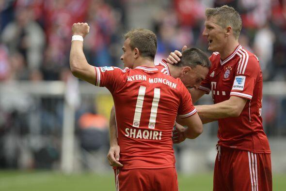 El Bayern de Múnich goleó 3-0 al Ausburgo y al finalizar e...