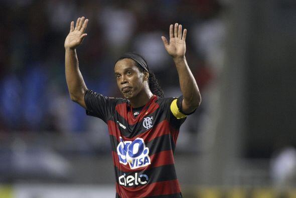 Ronaldinho, ex Barcelona y Milan, quiere estar cerca de su selecci&oacut...