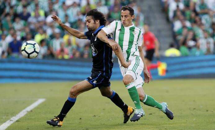(La Liga) - Betis 2-1 Coruña: el mediocampista mexicano Andrés Guardado...