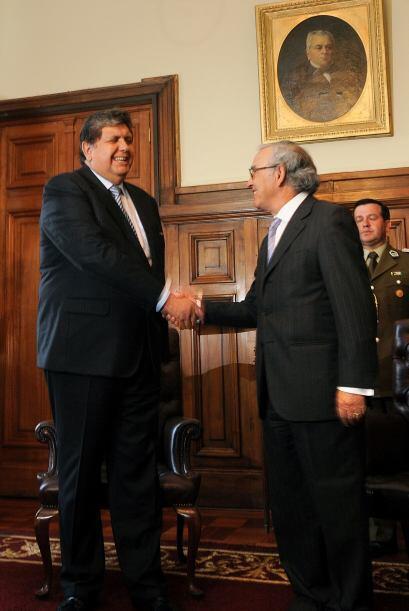 También acudió a la municipallidad de Santiago, donde fue declarado Hués...